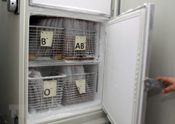 Lưu giữ hồng cầu đông lạnh tại ngân hàng máu Bệnh viện Truyền máu-Huyết học Thành phố Hồ Chí Minh